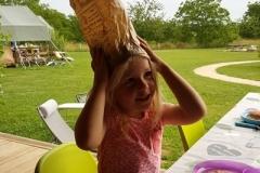 Broodzak wordt feestmuts, op het tentenveld