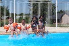 Spetteren in het zwembad