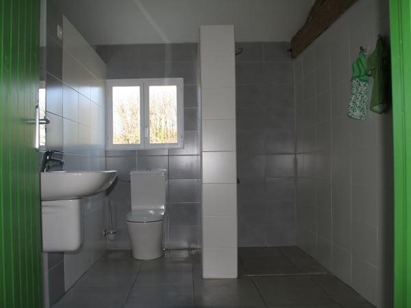 Privé sanitair in het badgebouw