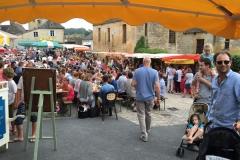 Bezoek zomers op woensdagavond  de eetmarkt van Saint- Géniès
