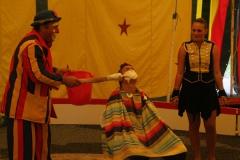 Twee keer per zomer komt er een klein familie circus langs in Salignac.