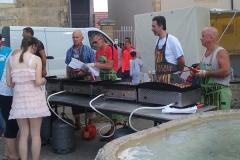... op dinsdag de weekmark en zomers op vrijdag een eetmarkt met live muziek
