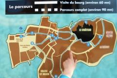 Volg in Salignac de stadswandeling of de speurtocht van Place de la Famille;